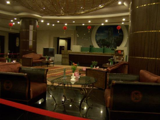 Hua Ying Mountain Hotel: 华蓥山大酒店大堂挺堂皇的