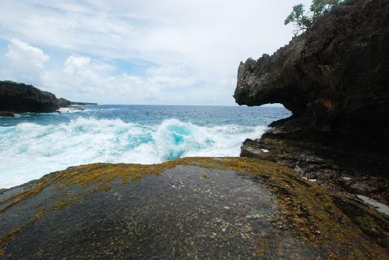 Saipan, Mariany: 连翻上来的浪花都是蓝色的