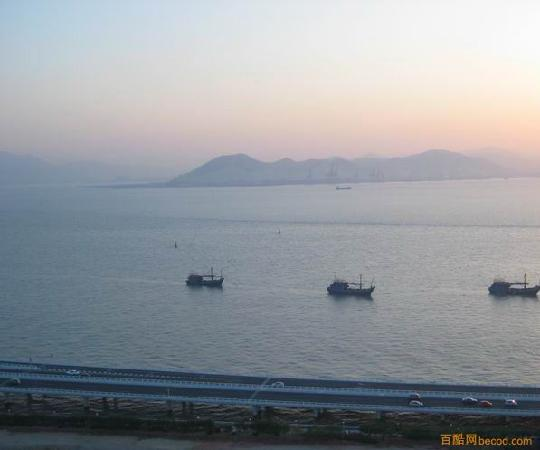 Jinzefang Seaview Apartment : 从房间阳台看到海