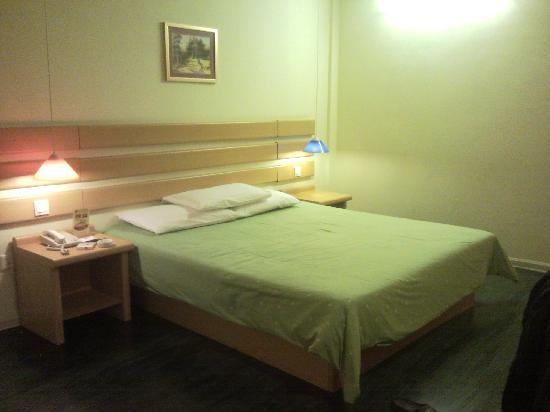 Home Inn Yangshuo West Street: 房间