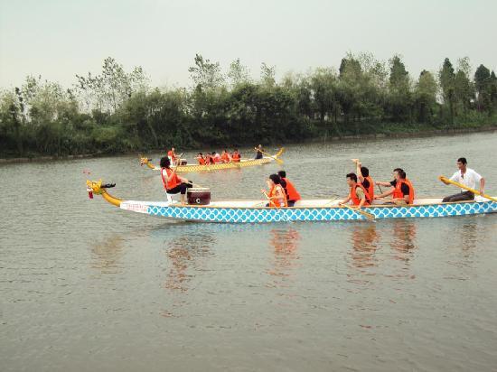 Daqian Natural Villa Resort: 赛龙舟