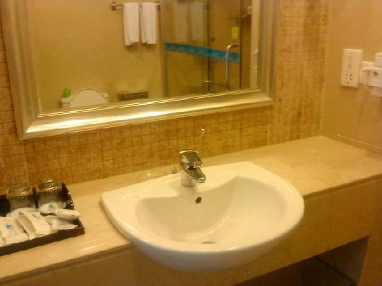 Ocean International Hotel: 卫生间