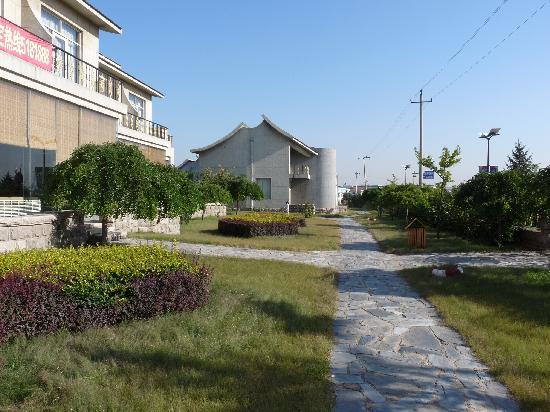 Gloria Holiday Villas Qinhuangdao: 酒店院子里