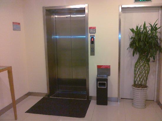 Grace Inn (Qingdao Zhanqiao): 银座佳驿的电梯