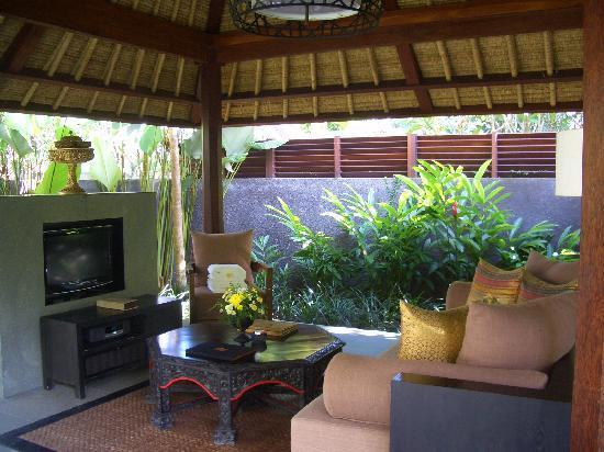 Kayumanis Ubud Private Villa & Spa: vila的开放式起居室