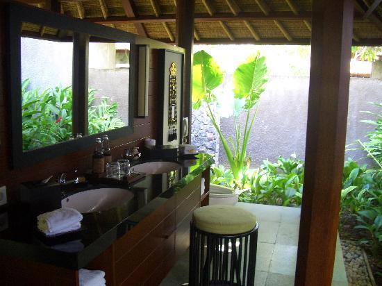 Kayumanis Ubud Private Villa & Spa: 开放式盥洗室