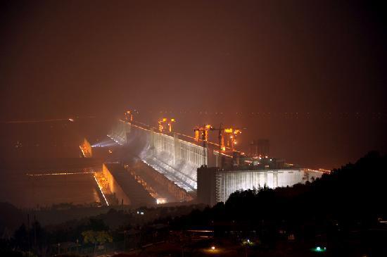 Three Gorges Dam Project: 三峡大坝夜景