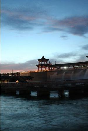 Karamay, Kina: 九龙潭夜景