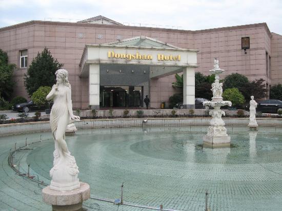 Dongshan Hotel: 漂亮的大门