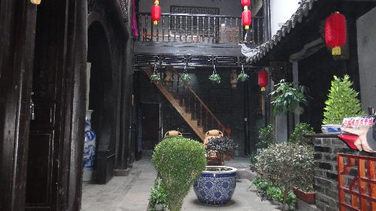 Barley Country Inn: 凤凰青稞古宅庭院客栈-天井