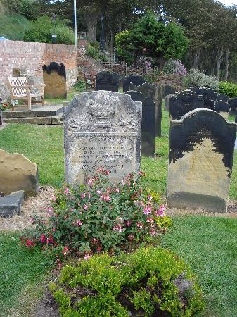 สการ์เบอโร, UK: 安妮勃朗特之墓_著名的勃朗特三姐妹
