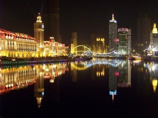 Tianjin, China: 津湾广场夜景