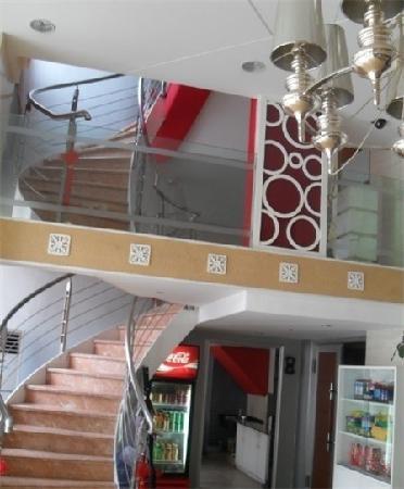 Chuangyi Fashion Chain Business Hotel Lvdao Jiayuan : 无比喜爱她家的大厅