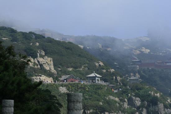 Shenqi Hotel: 泰山绝顶的神憩:外表很壮观