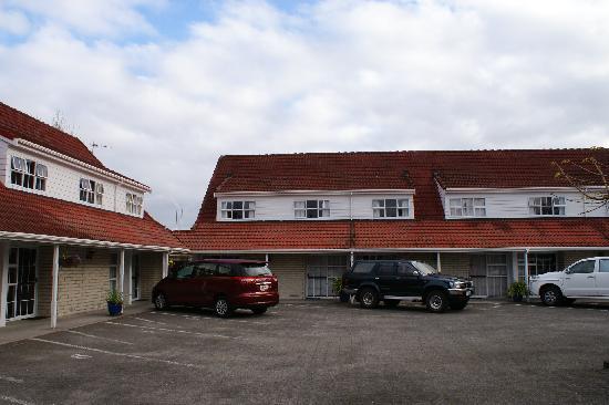 Midway Motel: 宾馆的院子