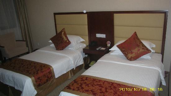Liang Yuan Business Hotel: 干净的房间
