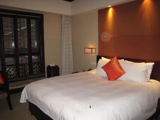 Genway International Hotel : 床很大,很厚实,很稳