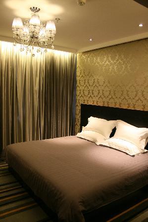 FX Hotel (Shijiazhuang Zhonghua) : 时尚大床