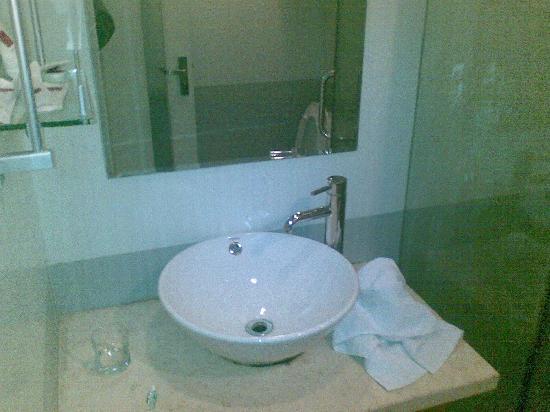 Haolisen Business Hotel : 台盆