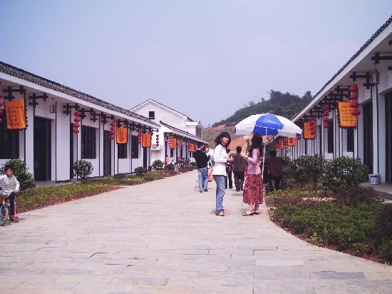 Zhou Libo Former Residence: 故居小吃街