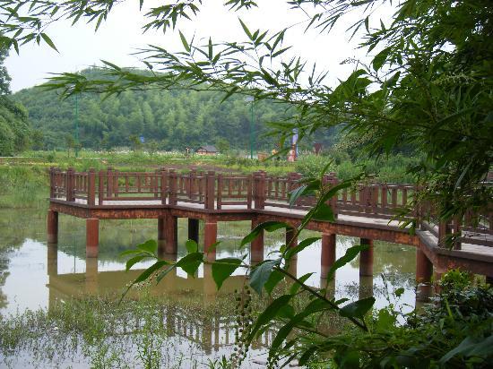 Zhou Libo Former Residence: 故居景点