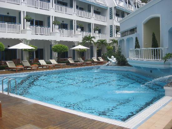 โรงแรมอันดามัน ซีวิว: 酒店游泳池