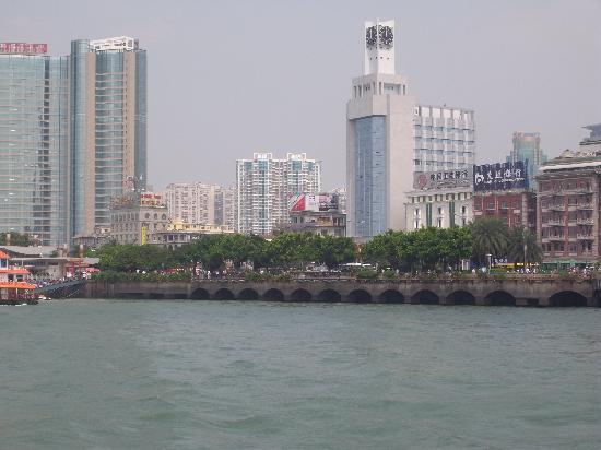 Home Inn (Xiamen Lundu): 远观如家轮渡店,方便性一目了然