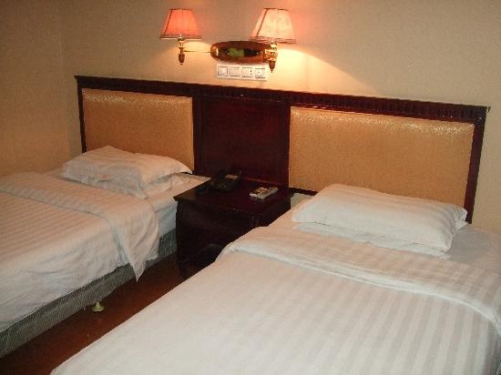 Xinhe Hotel : 床