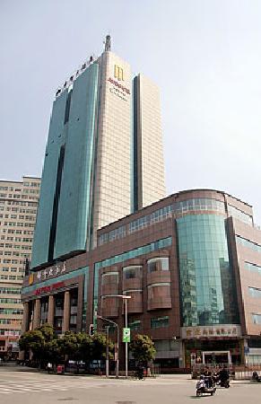 Jin Feng Hotel: 外面