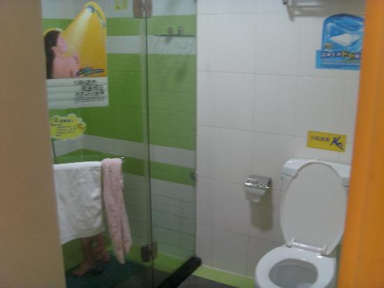 7 Days Inn Tai'an Bus Station: 这是比较大的卫生间