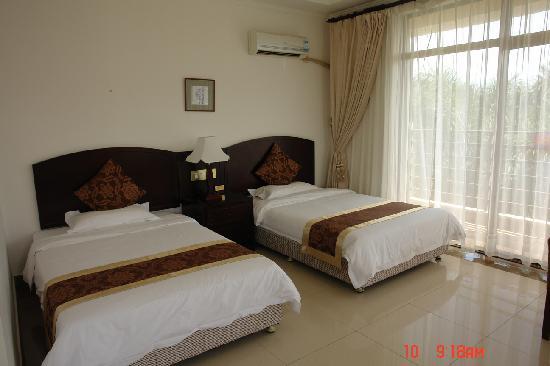 Yatai Hot Spring Hotel: 这个标间很好的,舒适,通透。