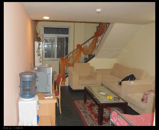 Home Inn Qingdao Taipingjiao: 楼下的房间