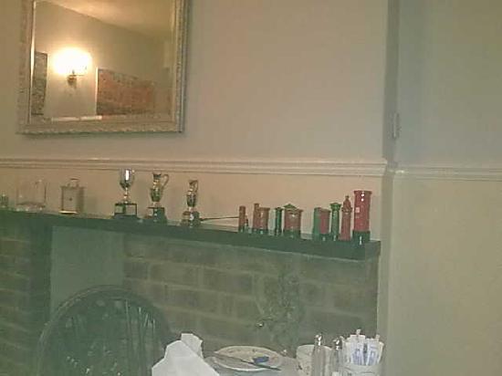 Cartref House: 早餐室的壁炉,早餐室很小,布置很温馨
