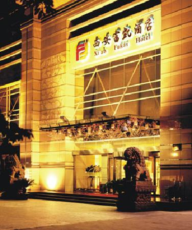 Xi'an Fukai Hotel : 晚景,市中区,晚上也很热闹,旁边就是建行