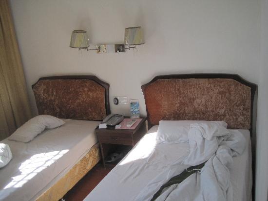 Wanchunhe Hotel: 超小的标间,仅放两张床
