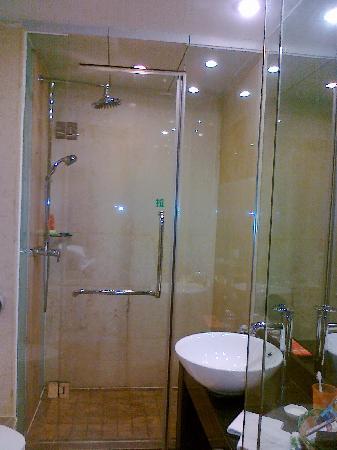 Polka Hotel: 浴室