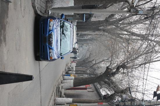Haoyuan Hotel: 好园所在的史家胡同,据说是北京最宽的胡同之一