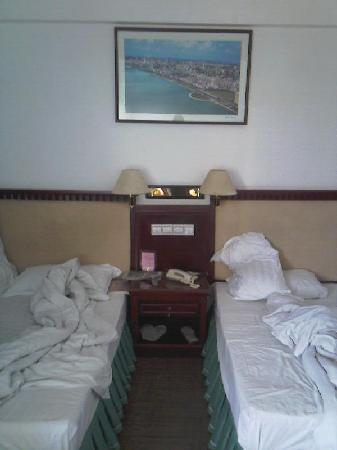 Shangyuan Shimao Grand Hotel Zhanqian Road : 标准双人间的床