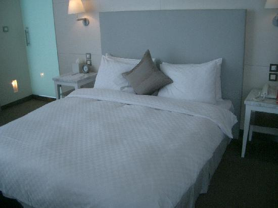 Ambience Hotel: 大床很舒服