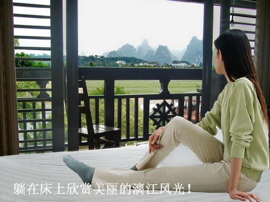 Xiaocheng Tribe Inn: 躺在床上看漓江