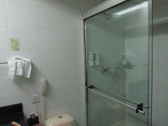 Hua Dong Hotel: 比较喜欢这种卫生间