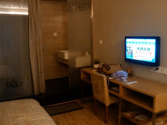 Baifu Express Hotel: IPTV