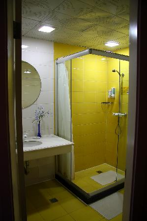 Home Inn Shanghai Beihong Road: 卫生间