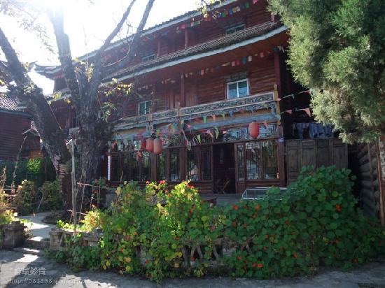 Luguhu Mosuo Wanghailou Inn Lijiang: 客栈门口