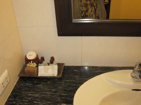 Siam Hotel: 卫生间
