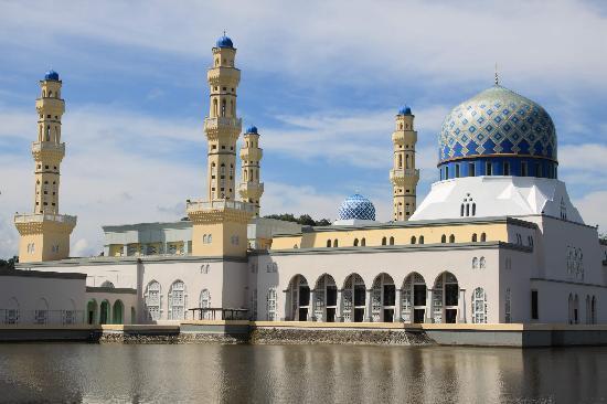 Kota Kinabalu City Mosque: 外部的景色