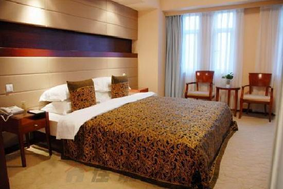 Inzone Garland Hotel
