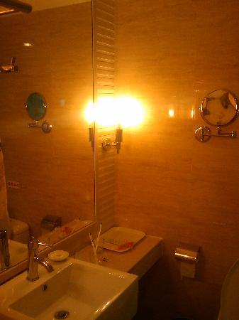 Hongfang Zhongyang Seaview Hotel: 卫生间
