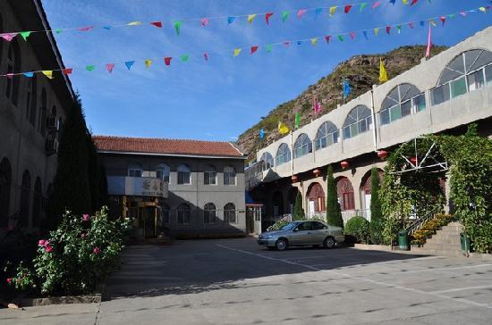 Hukou Chute Hotel