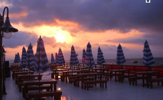 Jin Yin Tan Resort Hotel: 海上酒吧
